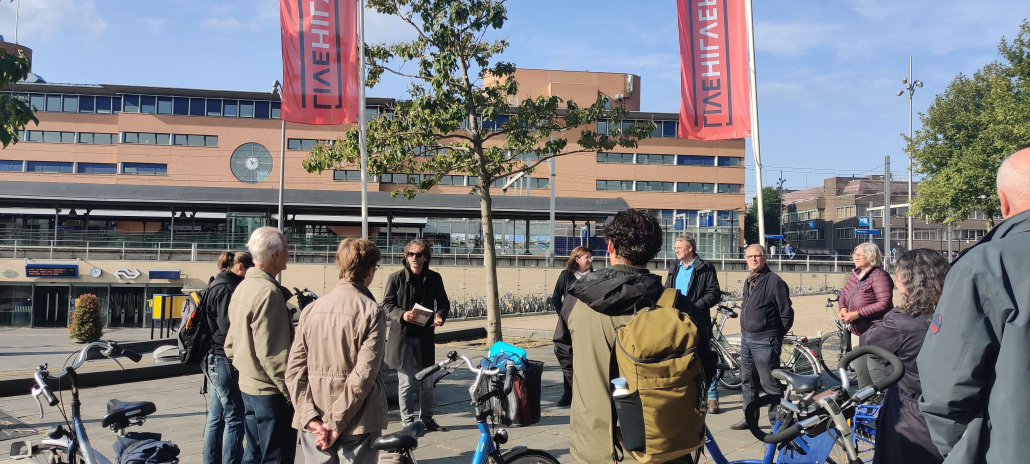 Officiele lancering fietstocht Zonnestraal diamantindustrie door wethouder Heller